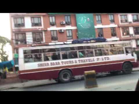 20091024071159คนคอยรถไปหิมาลัยกาฐมาณฑุ เนปาลKathmandu Nepal