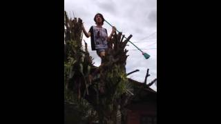 Guy Gets Electrocuted While Singing Bruno Mars