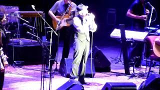 "Leonard Cohen - Nîmes 20/08/2009 - Beginning of ""I'm your man"""