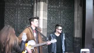 Kevin und Ced Music singen - au revoir