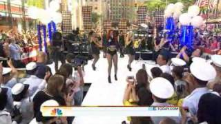 Rihanna - What's My Name ( Live Today Show 05-27-2011 )