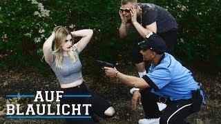 Mädchen raubt Drogendealer aus! | AUF BLAULICHT