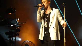 La Roux - Cover My Eyes @Terminal 5