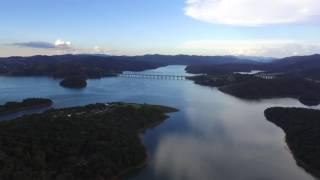 Voô com Drone sobre a represa em Nazaré Paulista (by Rapha)
