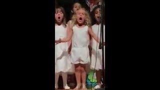 NIÑA cantando la canción de VAIANA/MOANA 🌴 es VIRAL -GIRL singing the song of VAIANA is VIRAL