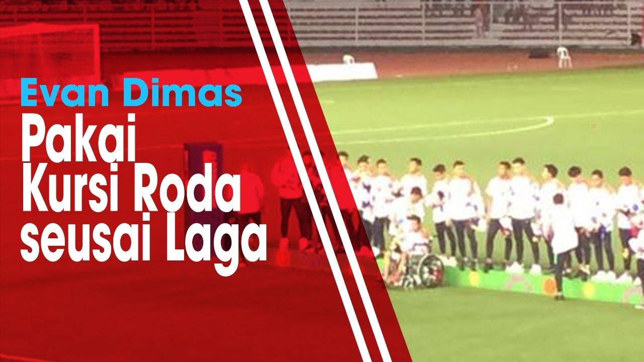 Evan Dimas Pakai Kursi Roda saat Menerima Medali Perak sesai Laga Final SEA...