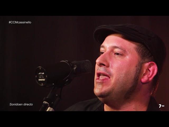 """Vídeo en directo de Cassinello Trío interpretando su canción """"Maldito Despertador""""."""