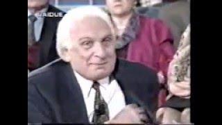 Marco Pannella regala hashish in diretta tv alla D'Eusanio [28/12/1995] width=