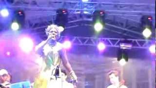 7 negras vozes Claudya Costta carnaval 2012 canta Morena de Angola