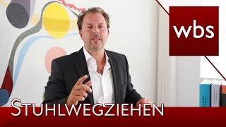 Schulunfall – Schmerzensgeld für Stuhlwegziehen? | Rechtsanwalt Christian Solmecke