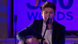 Niall Horan performs Dancing in the Moonlight, 500 Words