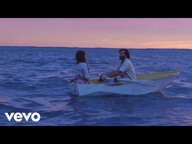 Videoclip oficial de 'From The Stalls', de Angus & Julia Stone.