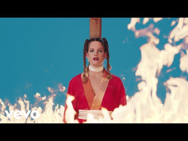 """Videoclip oficial de la canción """"Warts"""" de Hinds."""