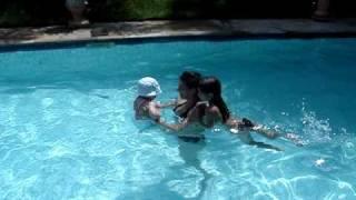 Emma Misiak nadando!!