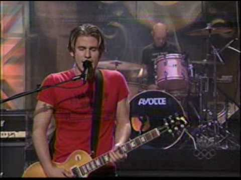 lifehouse-hanging-by-a-moment-live-on-leno-orions-falling-music
