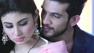 Karan Bohra Intimate With Mouni Roy | Nagin Season 2
