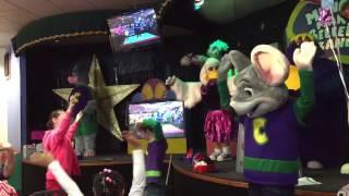 Chuck E Cheese Live! Chuck E's Happy Dance (with an EPIC FAIL)