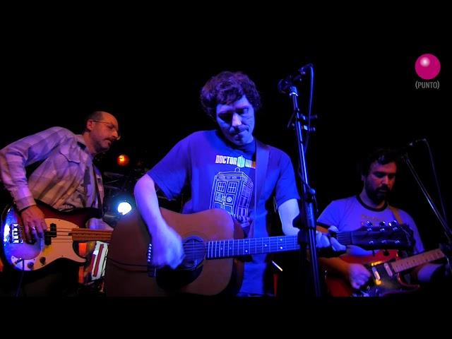 """Puzzles y Dragones tocando su tema  """"Fuerzas Absurdas"""" en directo en Café la Palma"""