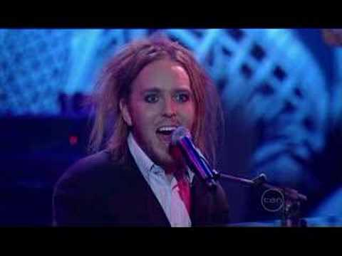 tim-minchin-hello-happy-little-africuns-2007-comedy-gala-equihan