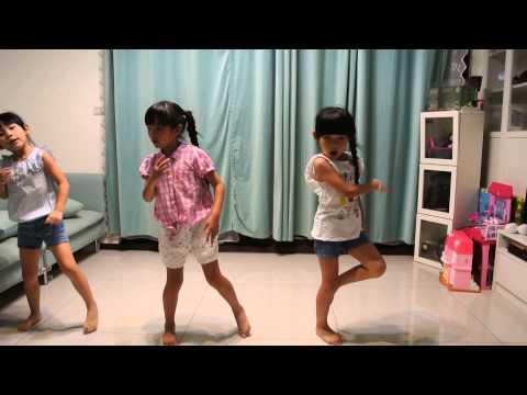 """左左右右和好朋友一起自學舞蹈:T F boys""""青春修練手冊""""~初次挑戰3人隊形~ - YouTube"""