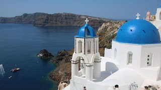 Santorini, Greece in 1 week - Visual Vibes by TravAgSta!