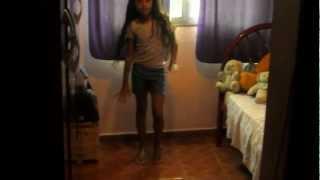 Jasmine dançando Mexe mexe carrossel.....