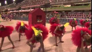 Escolinhas mirins fecham desfiles de carnaval na Marquês de Sapucaí com homenagens