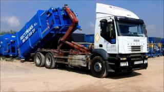 Carga y descarga de compactador de residuos