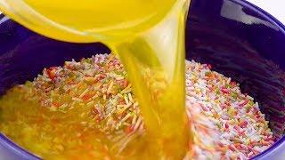 Receita para cheesecake de arco-íris resulta em duas tortas.