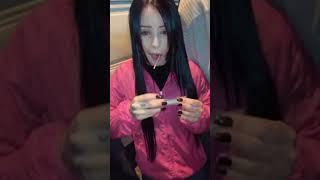 Menina fumando maconha