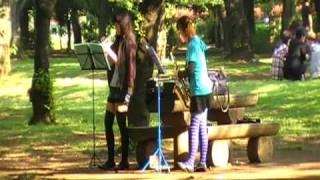 Yoyogi Park, Girls playing music