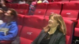 Cinema em 4D tem poltronas que balançam, fumaça e cheiro de pólvora
