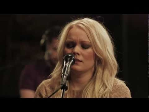 anna-puu-vuoroin-vieraissa-live-at-the-mill-sessions-themillsessions