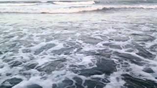 La playa la luna la arena y el mar