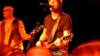 """Keith Urban, """"Kiss a Girl"""" Live from the TLA No Frills Show, Phila., 4-03-09"""