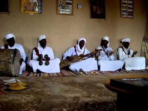 aspectsofmorocco.com Gnawa music from Khamlia Merzouga Erg Chebbi