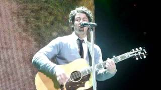 Nick Jonas - Introducing Me 2:16 challenge (LIVE from front row!)