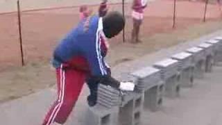 Record en Taekwondo 584 tejas de cemento rotas en 57.5 segundos