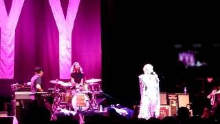 Yeah Yeah Yeahs - Mosquito (Live in Paris, May 8th, 2013)