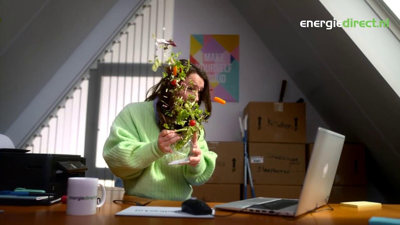 In 1 seconde van 0 naar apeshit happy in deze TV commercial