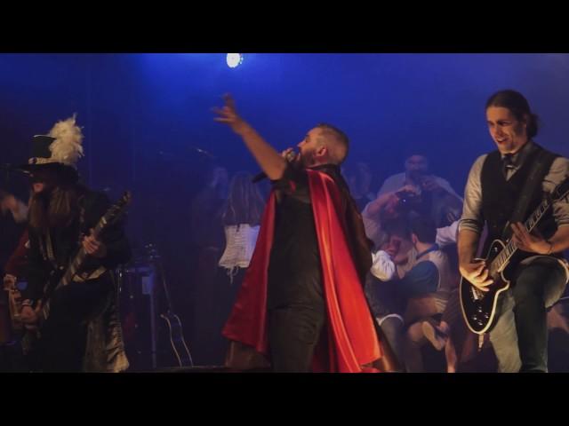 """Saurom interpretando """"Noche de Halloween"""" para su álbum guardado en directo """"20...Al Mundo de los Sueños"""", publicado en 2016."""