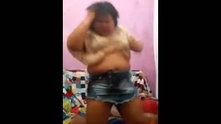 Mulher Feia Dançando