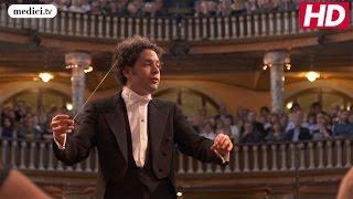 Gustavo Dudamel - Beethoven's Symphony No 1, 3.Menuetto : Allegro molto e vicace - Trio