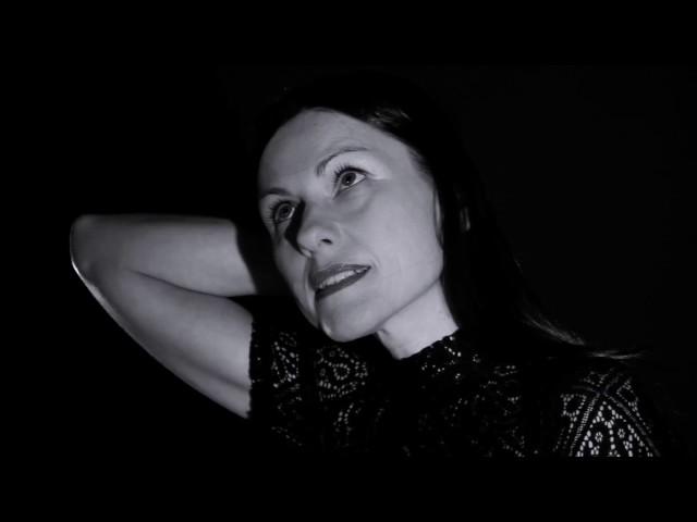 """Videoclip oficial de la canción """"Enhorabuena"""" de Helena Miquel."""