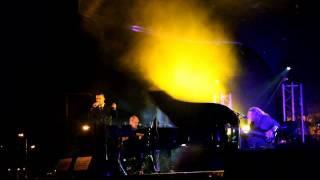 Ala dos Namorados (Loucos de Lisboa in Cerveira ao piano)