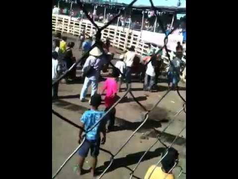 Fiesta Paronal Nagarote mujer montando toro. 25 de Julio de