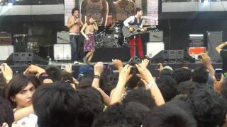 Los Daniels - Quisiera Saber (Natalia Lafourcade) @ Vive Latino 2011 www.rockxmexico.com