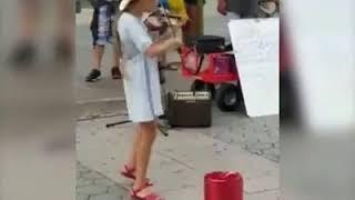 Despacito phiên bản violin đường phố hay tuyệt.
