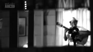 """Estúdio Anexo: François Muleka canta """"Tapete Azul"""""""