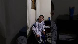 Bruninho canta as músicas dos planetas em inglês